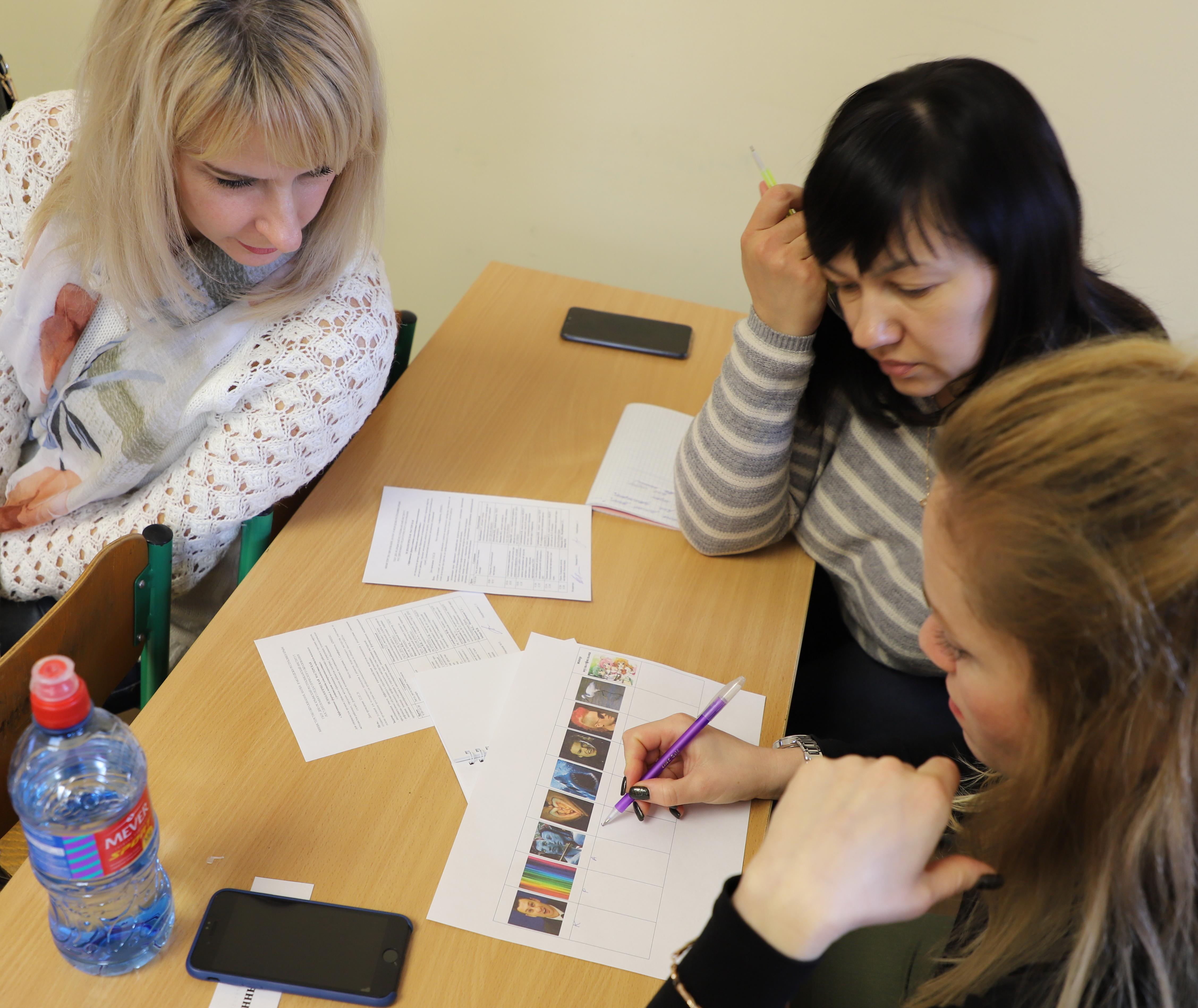 Девушка модель работы педагога психолога с детьми с овз девушка модель работы с тестами